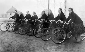 Команда велосипедистов школы